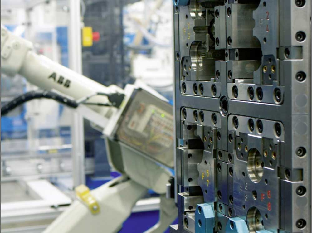 Manufacturing - Ypsomed Delivery Systems
